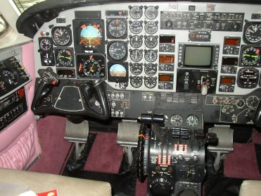 1987 KING AIR C90A Controls